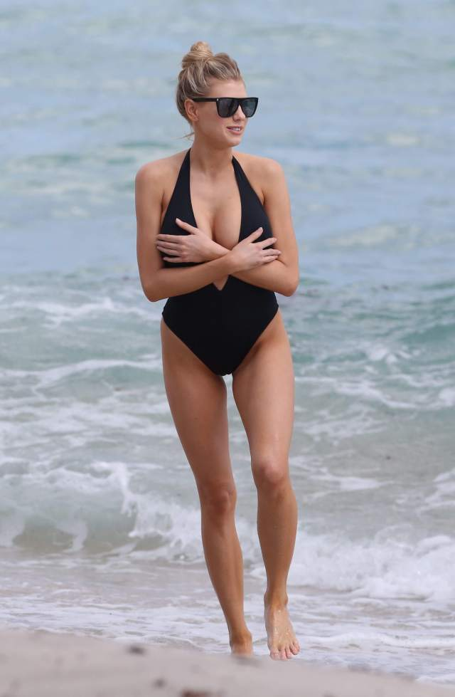 Charlotte McKinney sexy cleavages