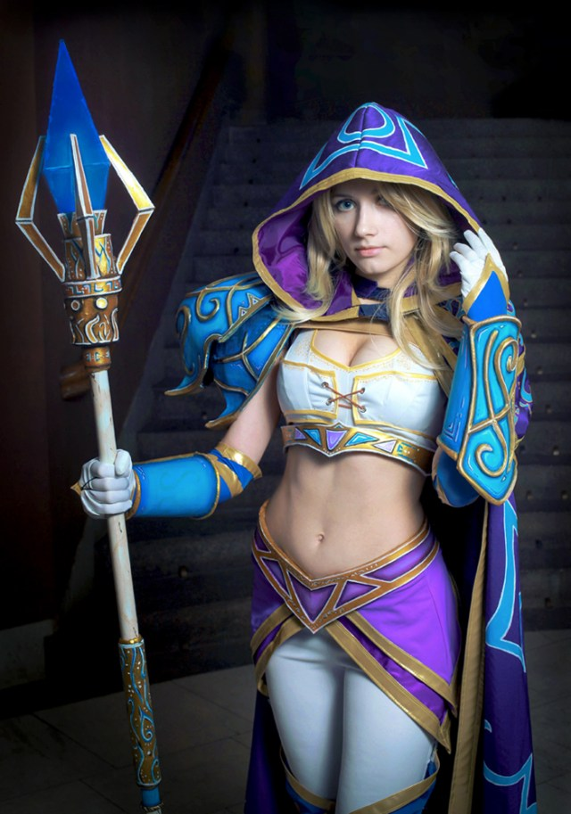 Crystal Maiden Sexy Cosplay