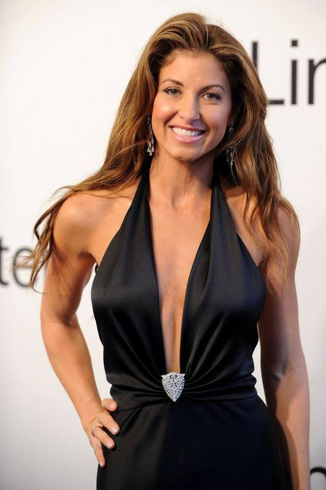 DYLAN LAUREN sexy cleavages pics (2)