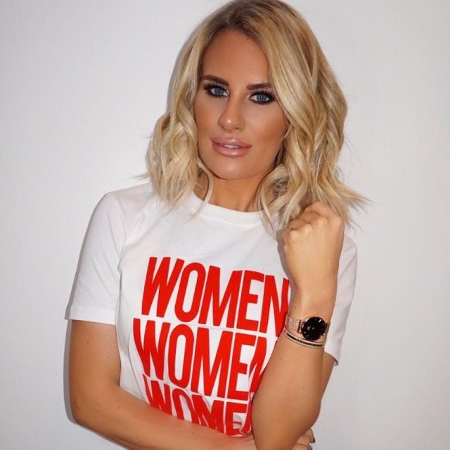 Danielle Armstrong Beautifull in T-Shirt