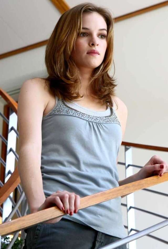 Danielle Panabaker awesome pics