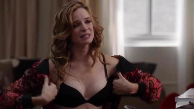 Danielle Panabaker cleavage pic (2)