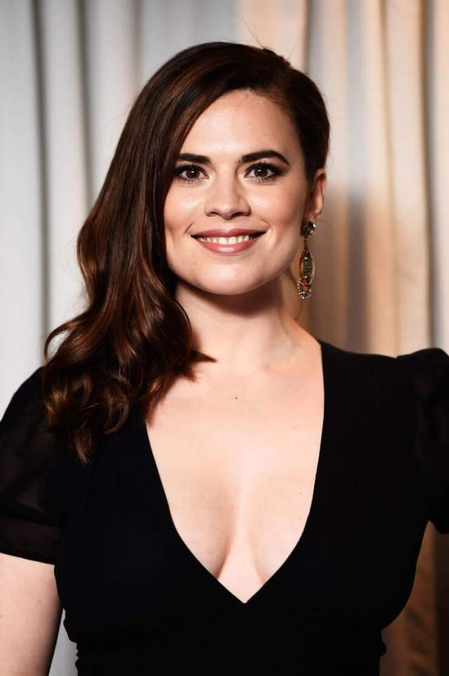Hayley Atwell hot cleavages