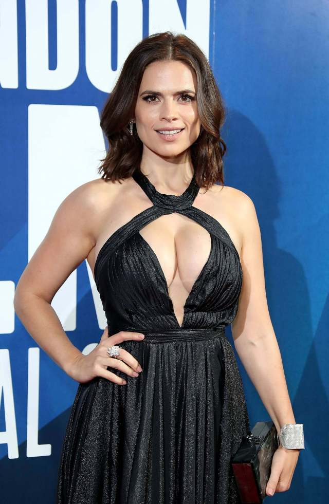 Hayley Atwell hot vnear nude pic