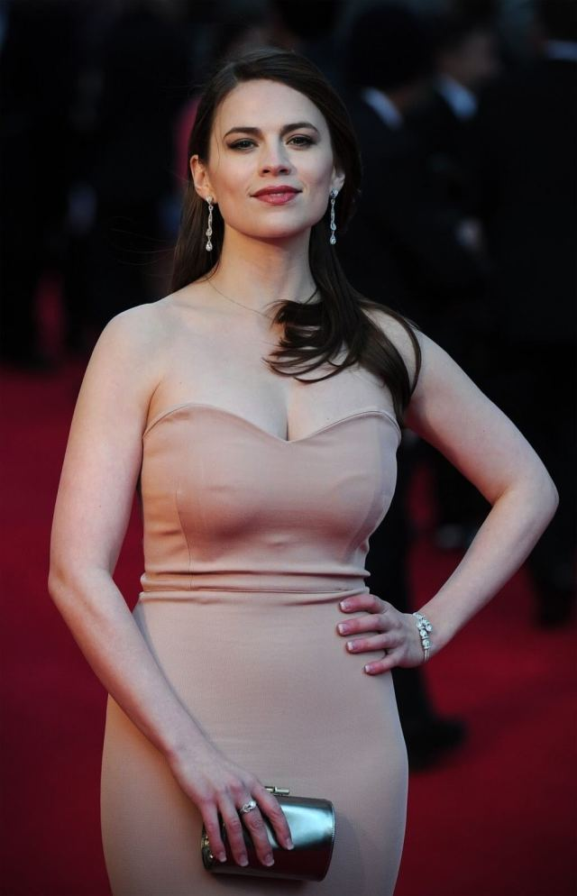 Hayley Atwell sexy busty pic