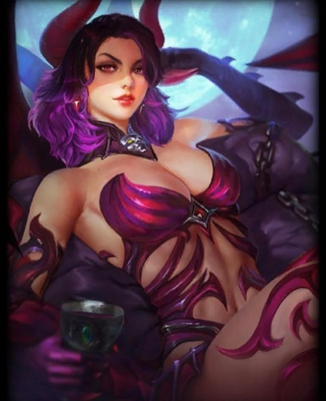 Hel Smite sexy cleavaage pics