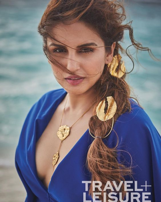 Huma Qureshi Sexy Boobs Pictures
