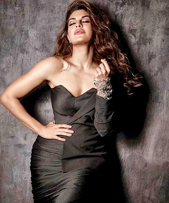 Jacqueline Fernandez Hot in Blakc Dress
