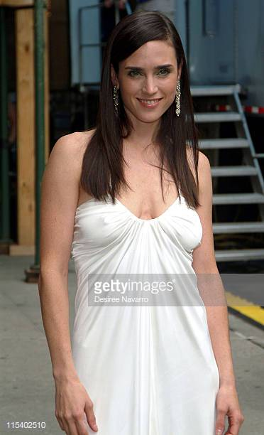 Jennifer Connelly awesome cleavages (2) 1