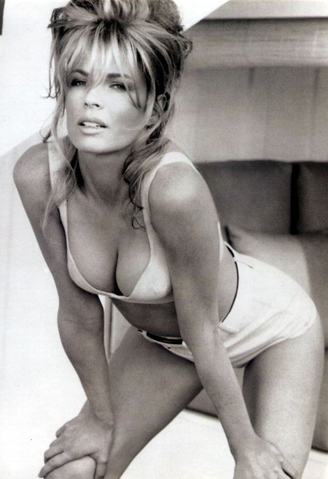 Kim Basinger sexy cleavage pic