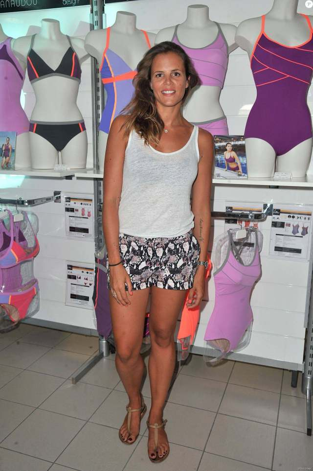 Laure Manaudou awesome thighs