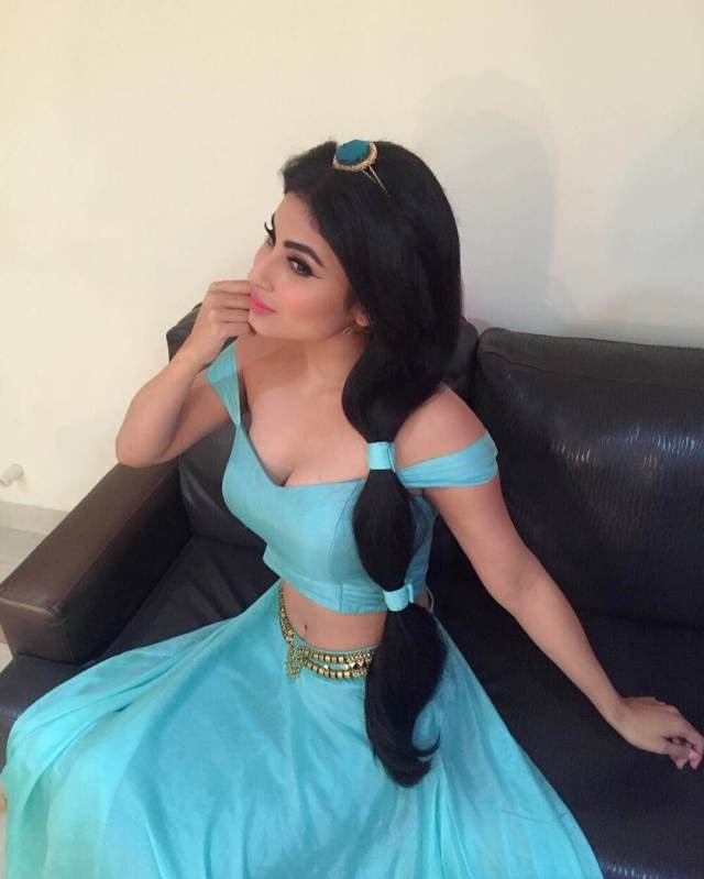 MOUNI ROY sexy cleavages