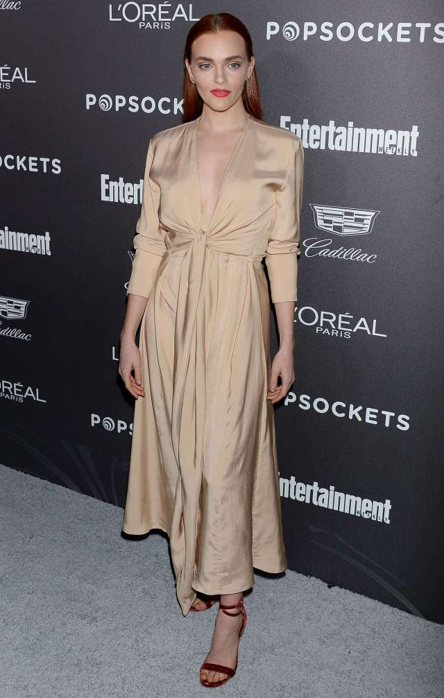 Madeline Brewer sexy look (2)