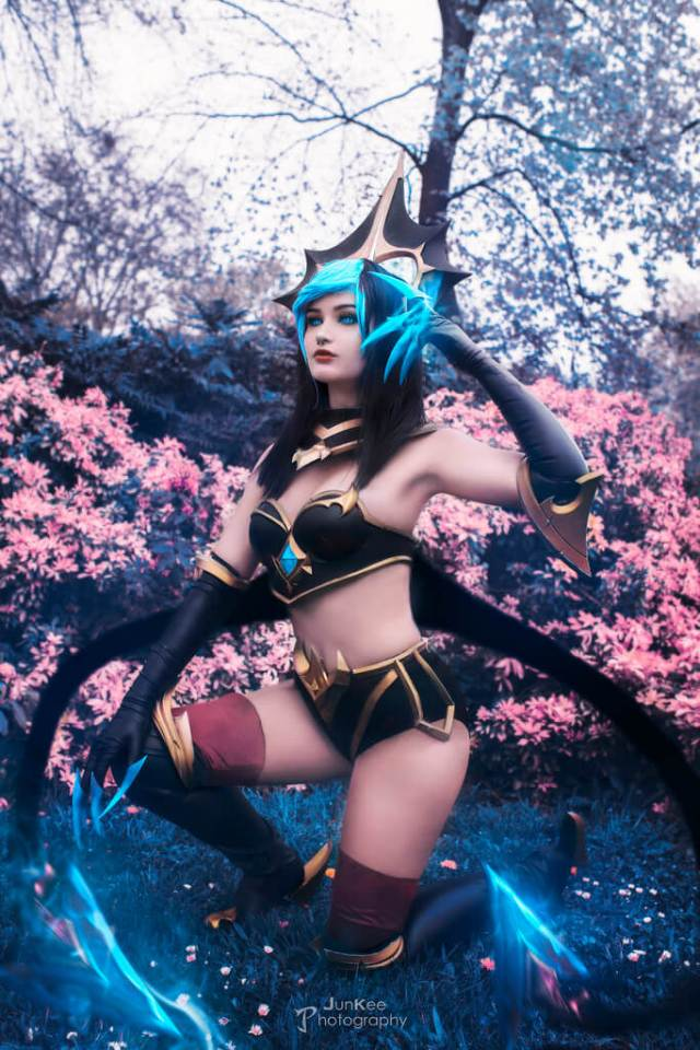 Masquerade Evelynn sexy side pictures