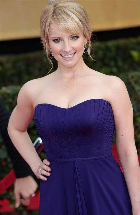 Melissa Rauch sexy busty picture (2)