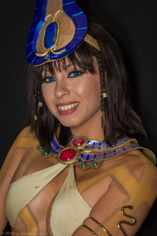 Neith Smite hot cleavages pics