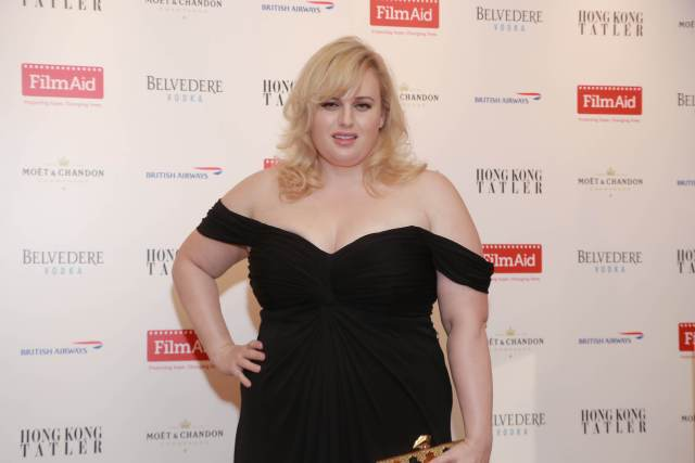 Rebel Wilson sexy cleavages phots