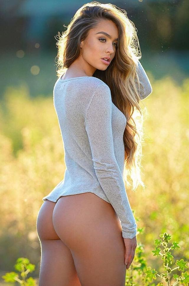 Sommer Ray sexy butts