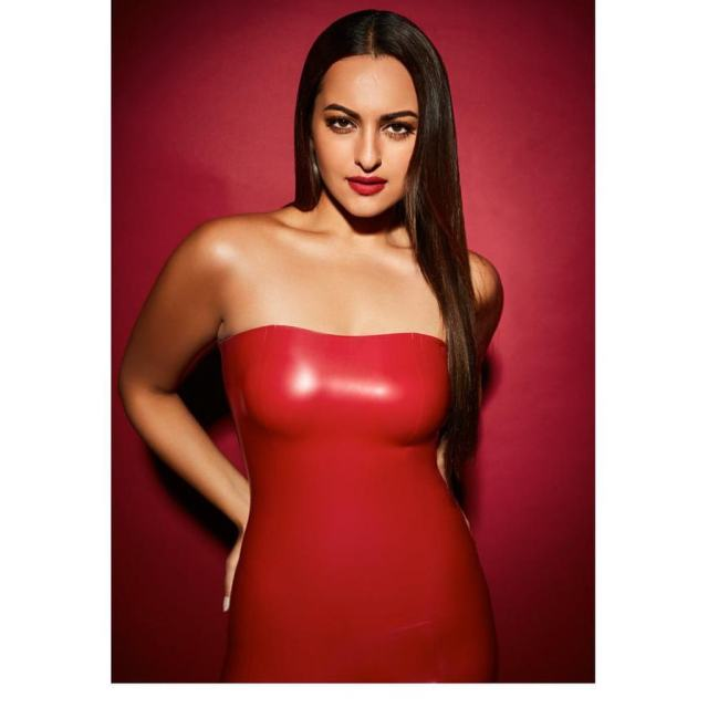 Sonakshi Sinha Sexy Boobs Pics on Red Dress