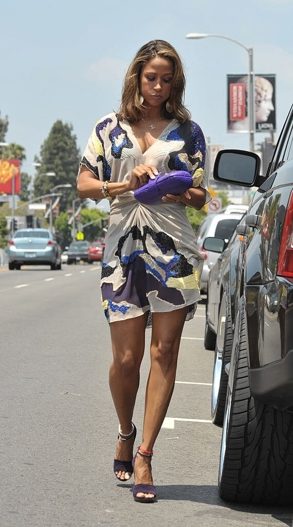 Stacey Dash hot thighs (2)