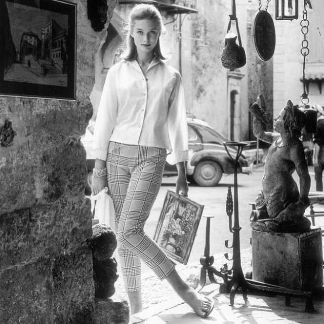 Tania Mallet sexy pic (2)