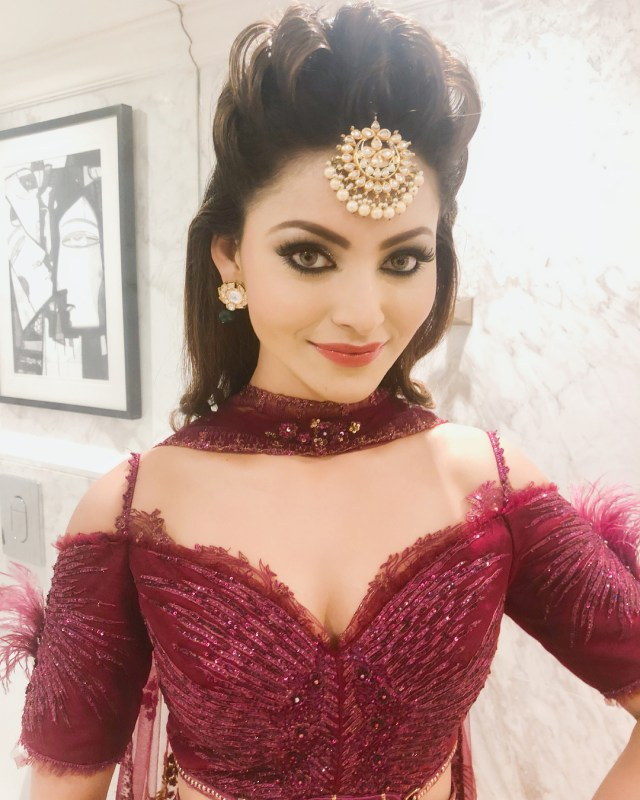 Urvashi Rautela Beautifull Look