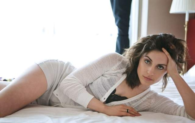 antje traue thighs pics