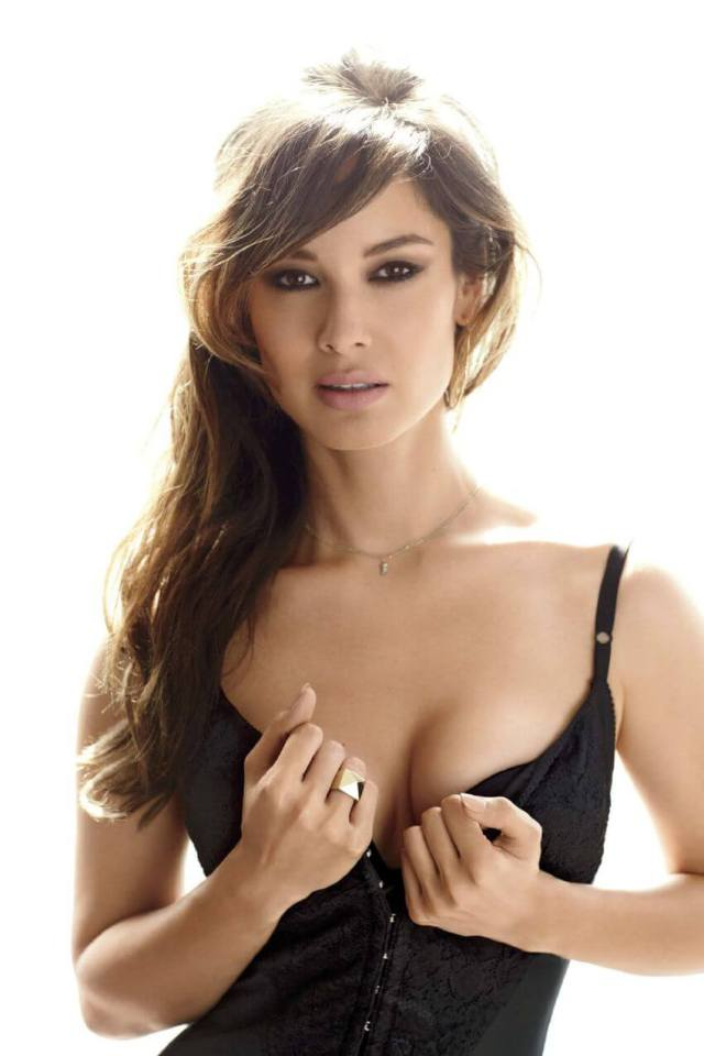 berenice marlohe hot cleavages pic