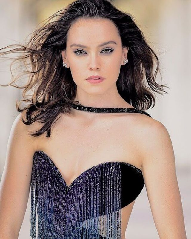 daisy ridley hot cleavage