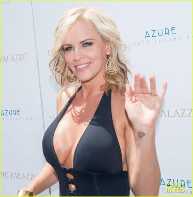 jenny-mccarthy awesome cleavages pics (2)