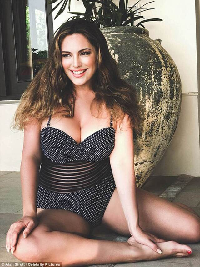kelly-brook-awesome thighs