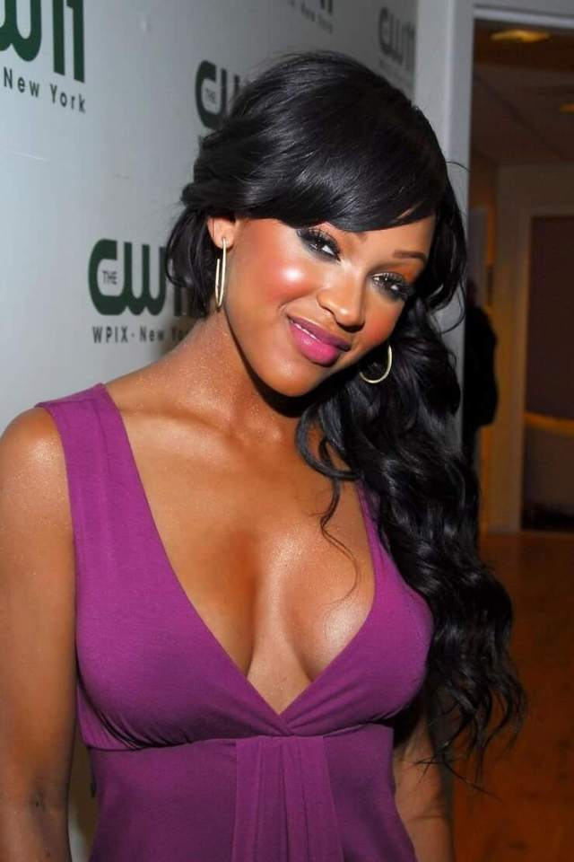 meagan good cleavage 03