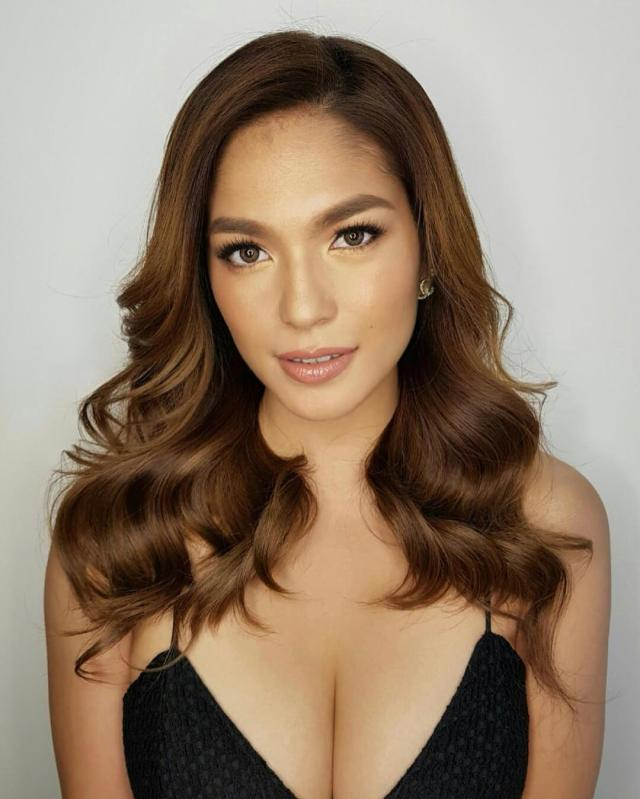 Andrea Torres sexy cleavage (2)