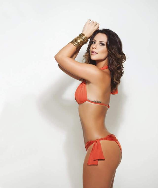 Camila Rodrigues hot side pictures