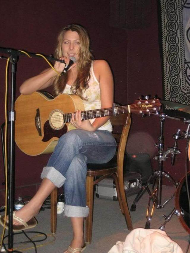 Colbie Caillat sexy pictures