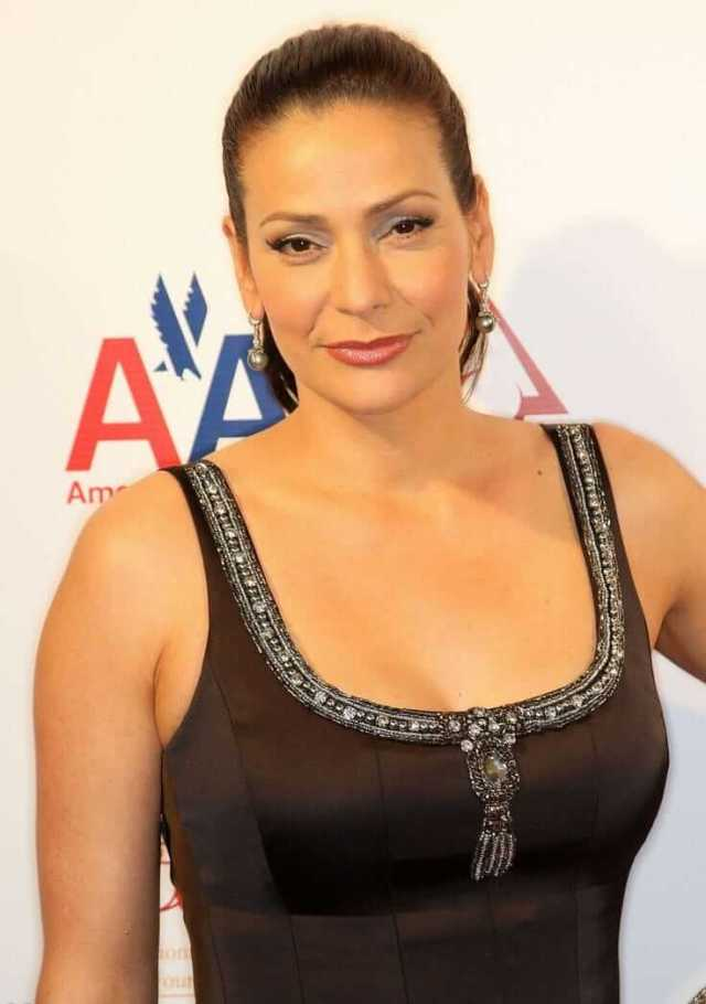 Constance Marie sexy busty pics (2)