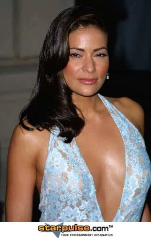 Constance Marie sexy cleavages pciture