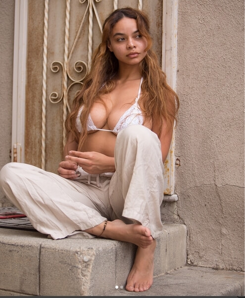 Crystal Westbrooks hot cleavages pic