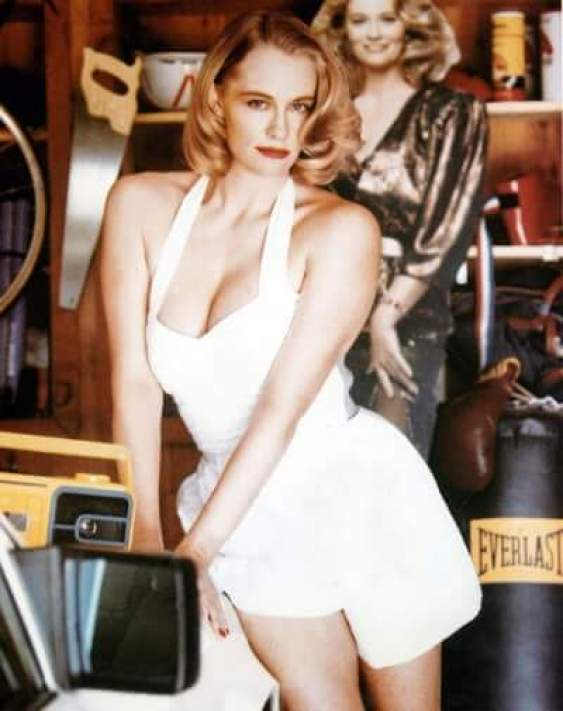 Cybill Shepherd sexy cleavage pic