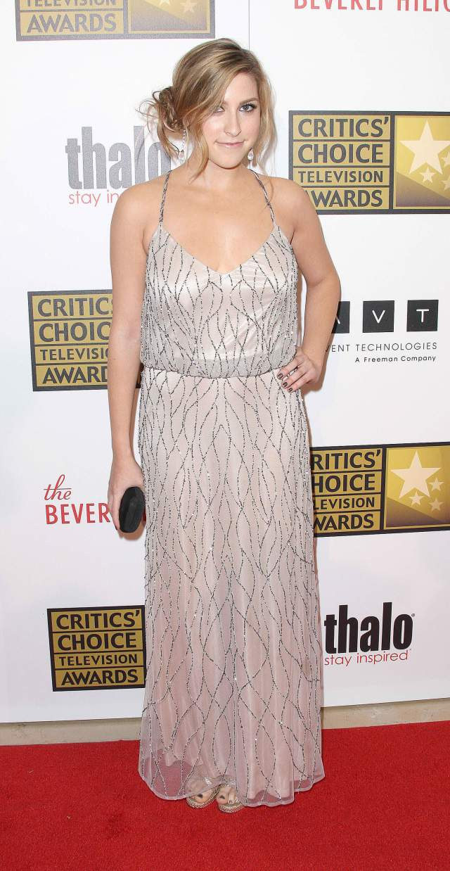 Eden Sher cleaavges pics
