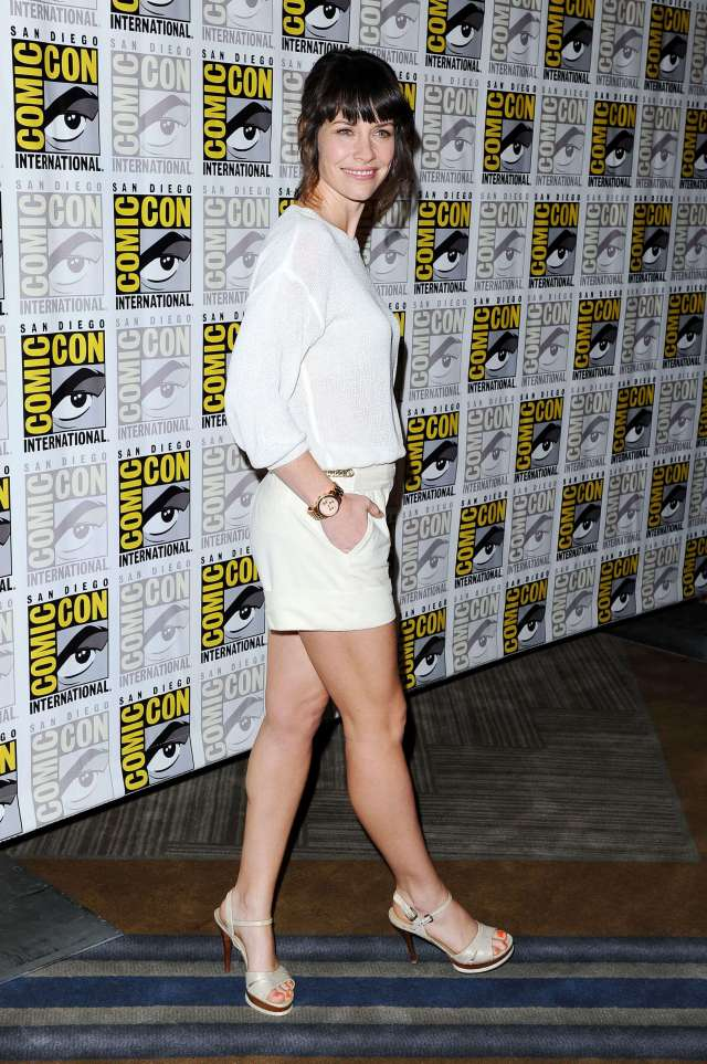 Evangeline-Lilly-hot-toe-nails