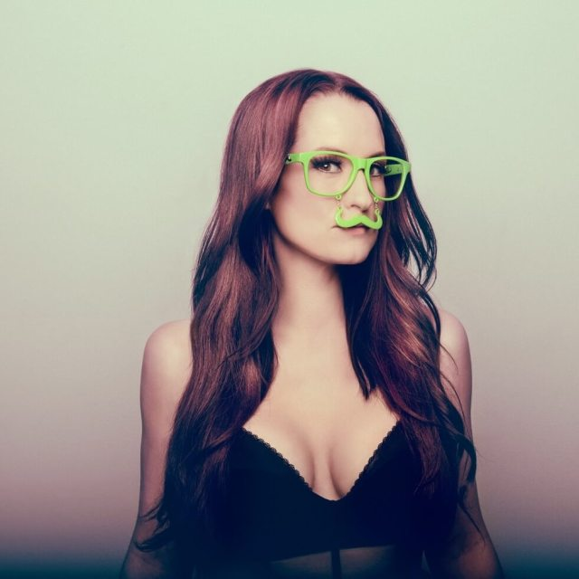 Ingrid Michaelson sexy cleavage pic
