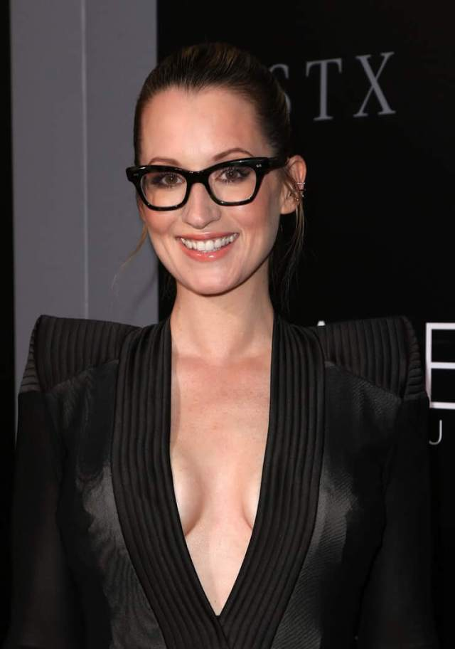 Ingrid Michaelson sexy cleavage