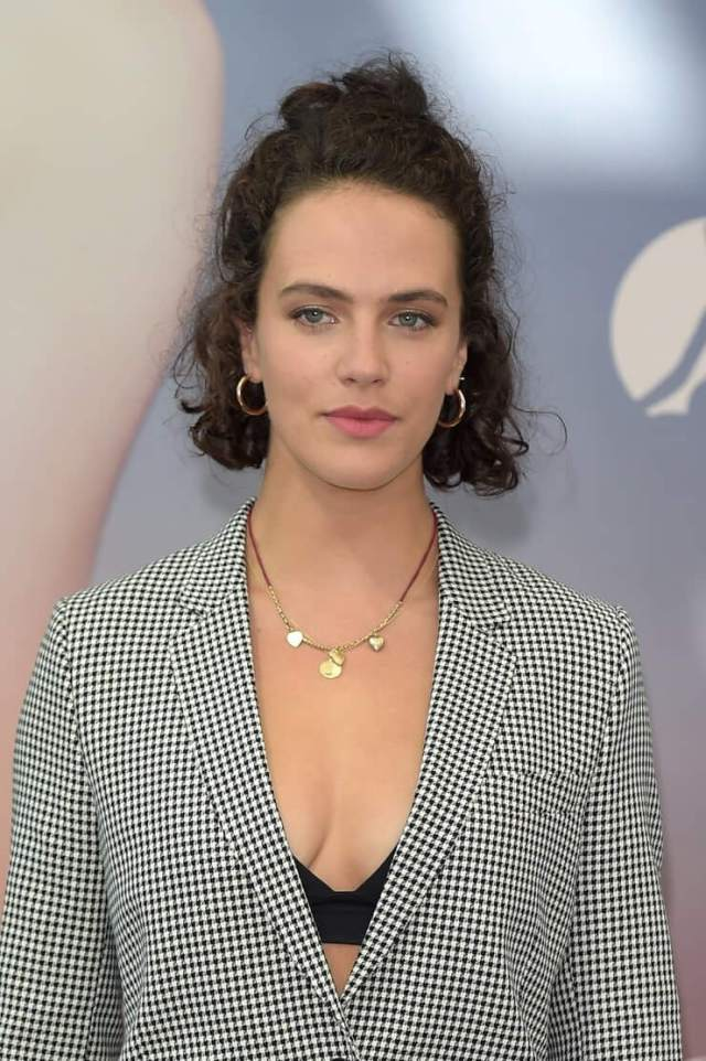 Jessica Brown Findlay sexy cleavage pictures