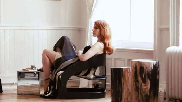 Jessica Chastain side pose