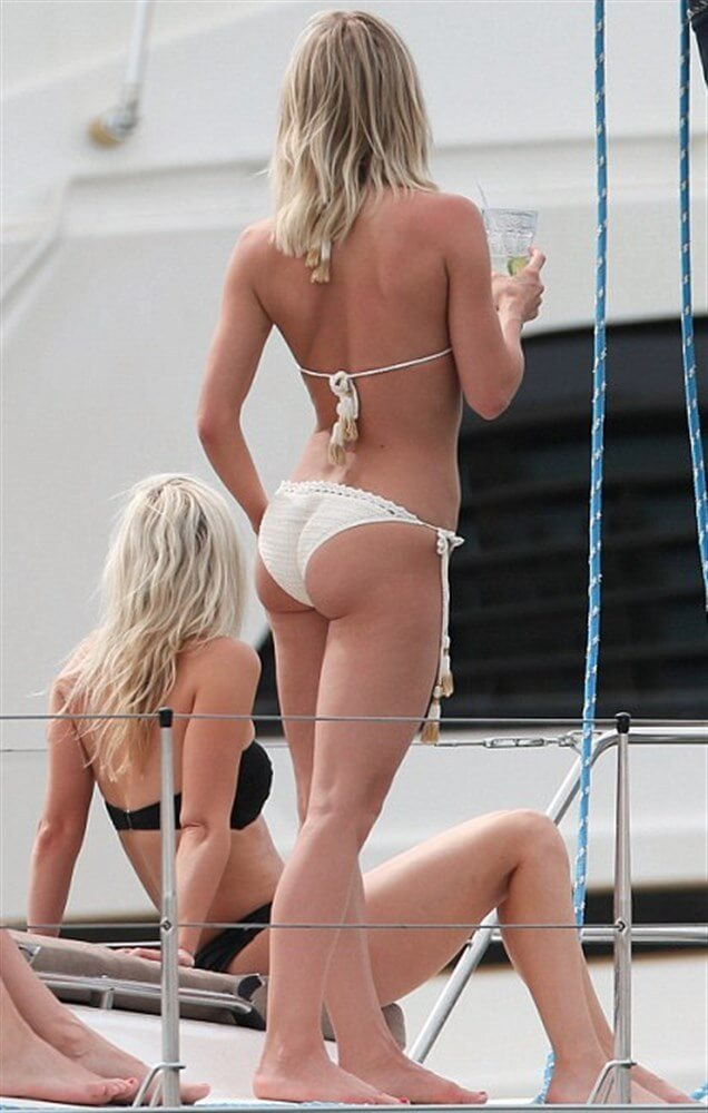 Julianne Hough sexy butt pic