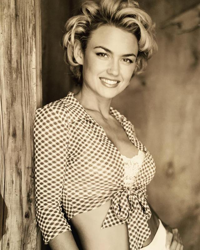 Kelly Carlson Photoshoot Photo