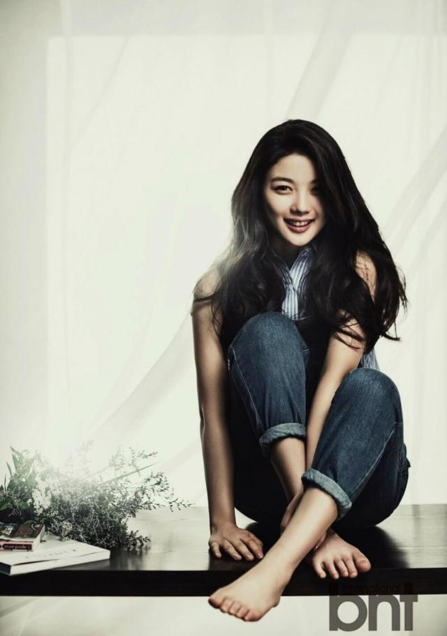 Kim Yoo Jung feet pictures