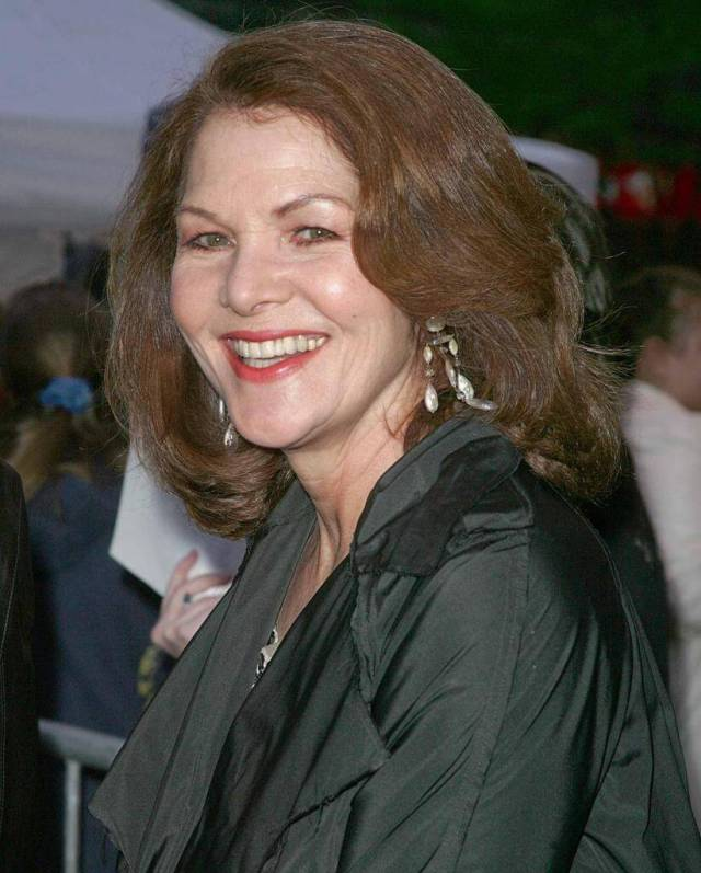 Lois Chiles hot smile pic