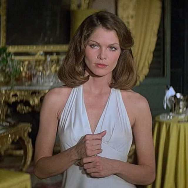 Lois Chiles hot white dress pic